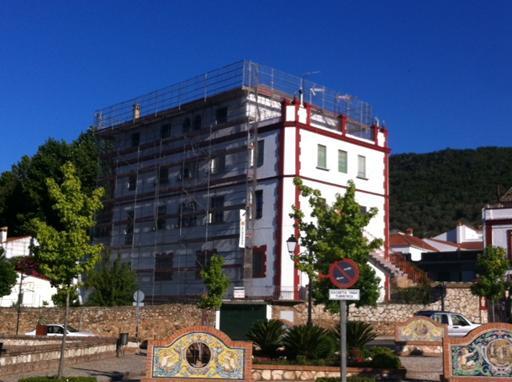 Sustitución de cubierta en edificio de viviendas en Aracena (Huelva)